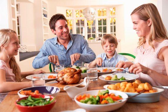 Nằm mơ thấy ăn uống là điềm gì, đánh con gì chắc ăn nhất?
