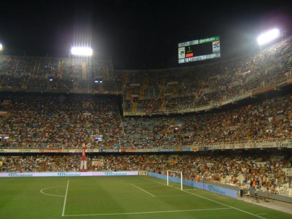 Valencia sắp thanh lý được sân nhà Mestalla