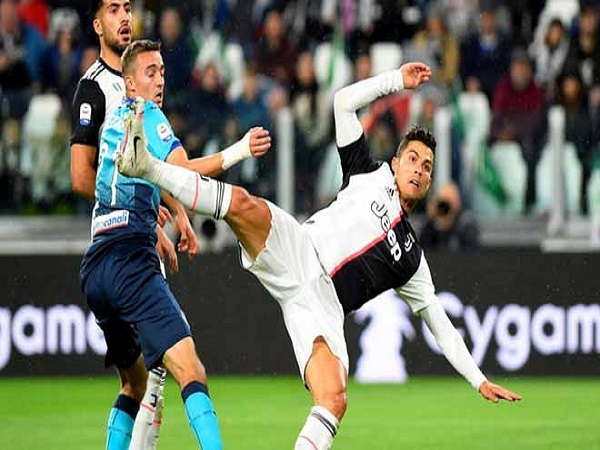 "Ronaldo vô duyên, ""siêu dự bị"" cứu rỗi"