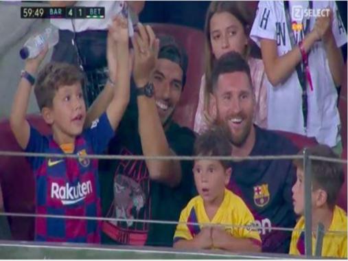 Messi bất ngờ vì con trai cổ vũ đối thủ của đội bóng của mình