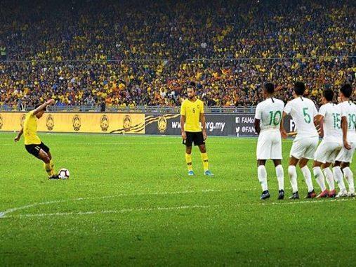 """Thắng dễ Indonesia, Malaysia """"vượt mặt"""" Thái Lan tại bảng G"""