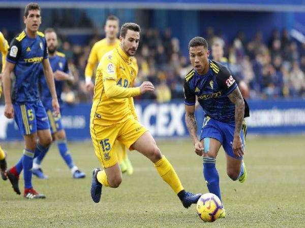 Soi kèo Ponferradina vs Oviedo, 01h00 ngày 19/12 - Hạng 2 La Liga